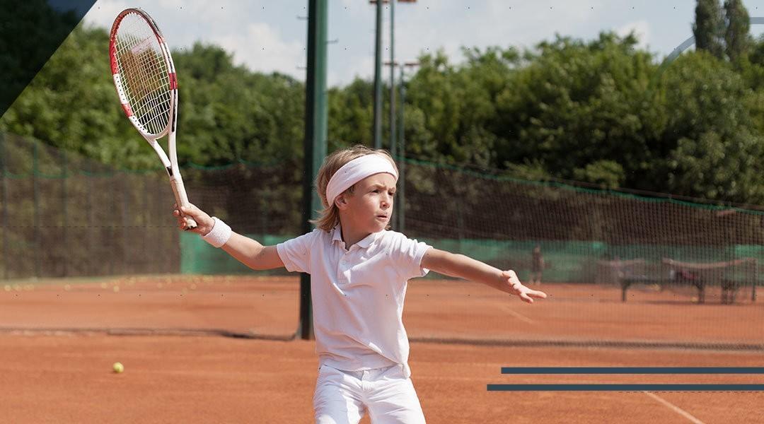 Il piede e la caviglia dei bambini che praticano il tennis