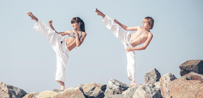 bambini-che-praticano-karate-min
