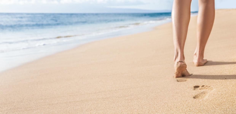 orma-dei-piedi-sulla-spiaggia-pronatore-min