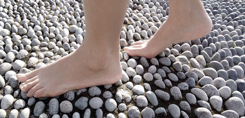 piedi-sui-sassi-min