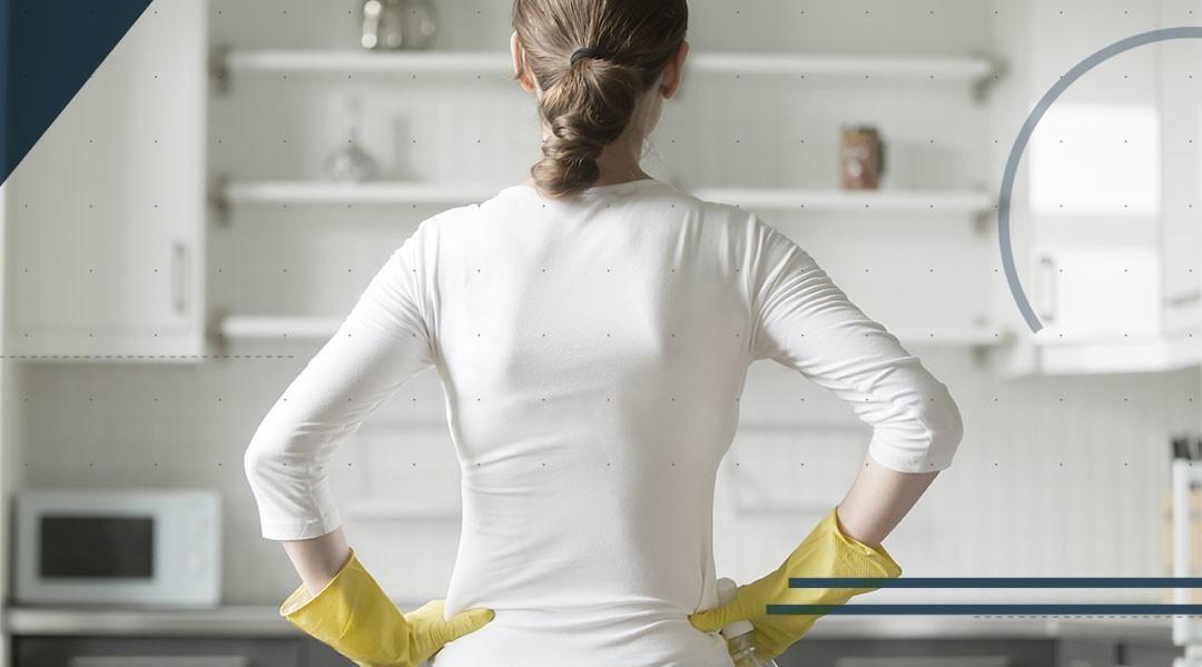 Lavori domestici senza rischi: piede e caviglia al sicuro in 3 mosse