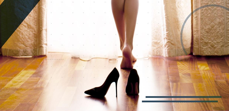 gamba-femminile-con-scarpe-col-tacco-min